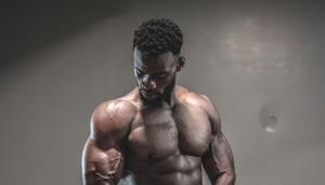 Wusstest Du, dass eine schlechte Nachtruhe Deinen Muskelaufbau und Deine sportliche Leistung beeinflussen kann? In diesem Blog erfährst Du alles darüber.
